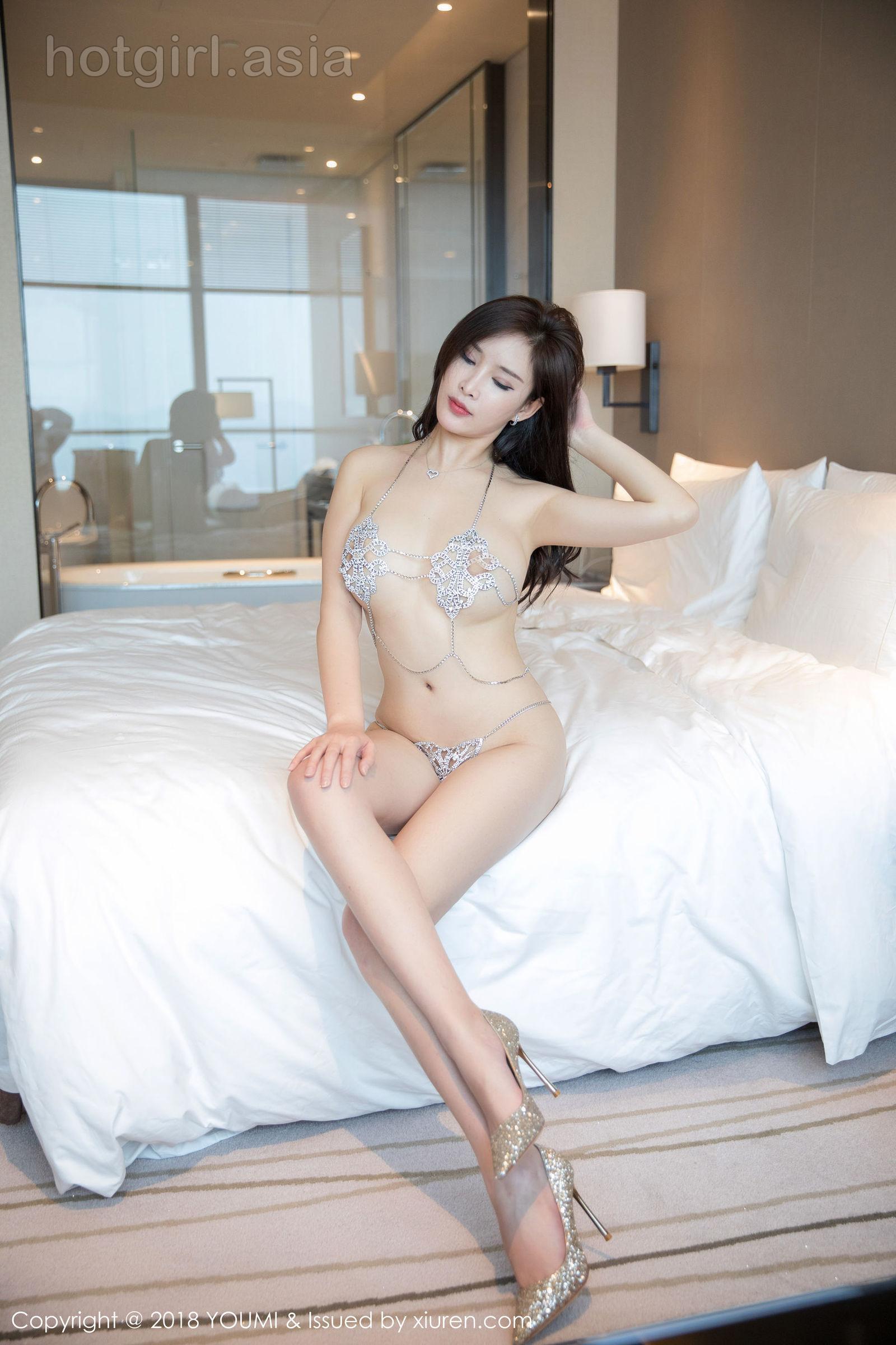 [YouMi 尤 蜜 荟] Vol.249 Sexy Goddess @ 奶瓶 土肥 圆圆 郁郁 黑黑 越-Private House Charm Photo