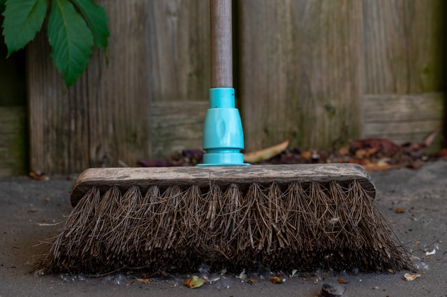An image of a broom, a popular implement among moving house superstitions.