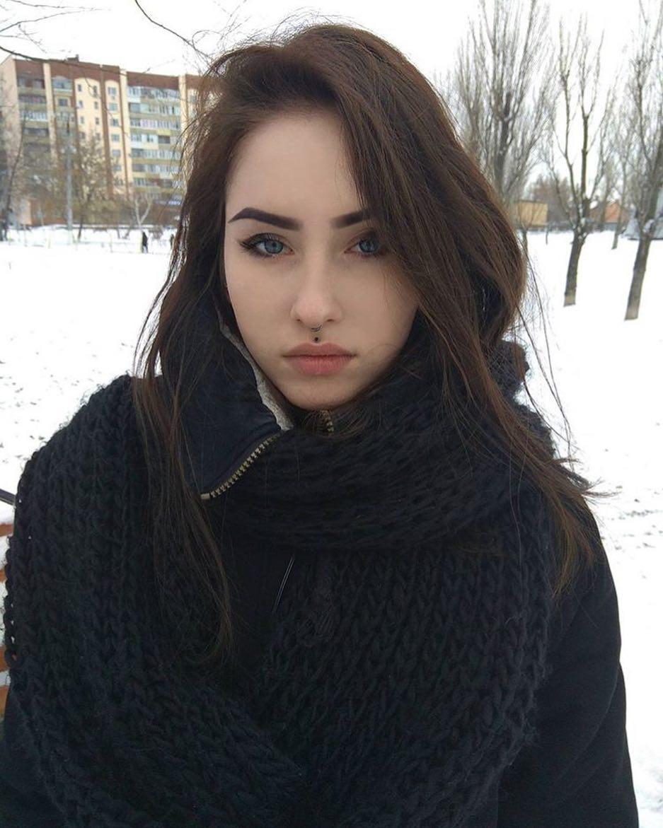 Anastasia-Mut-4