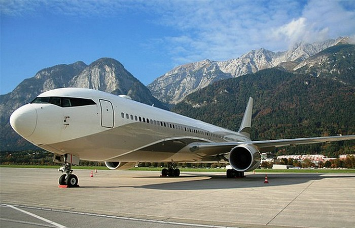 Частный самолет Boeing 767.