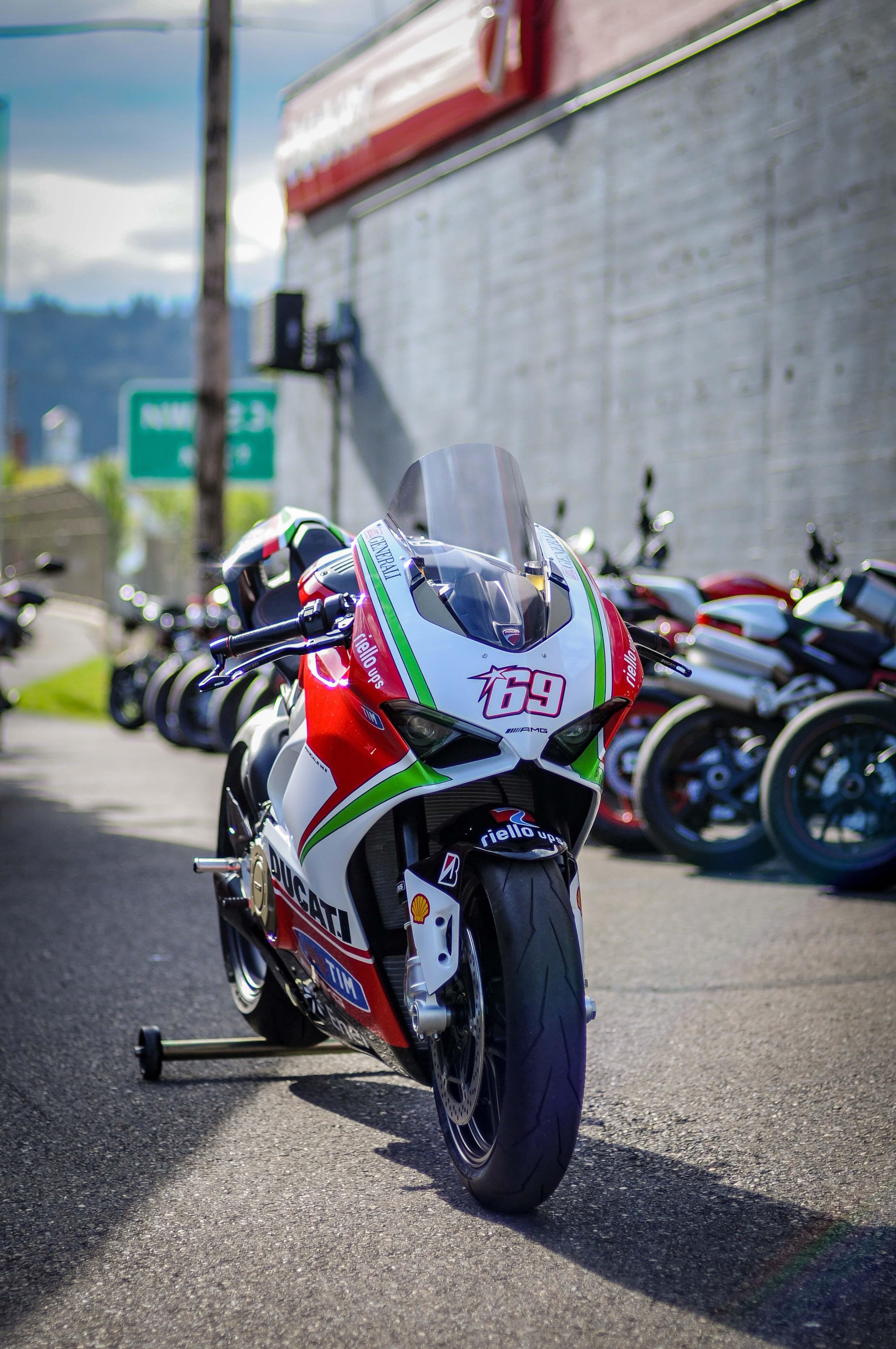Nicky-Hayden-Ducati-Panigale-V4-tribute-36