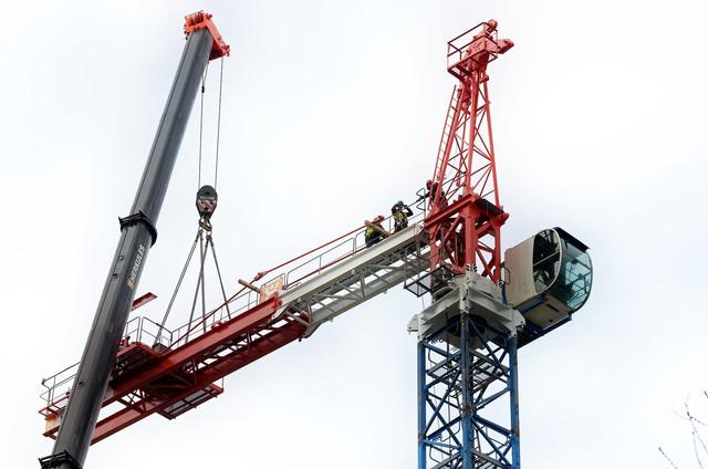 Демонтаж строительного крана