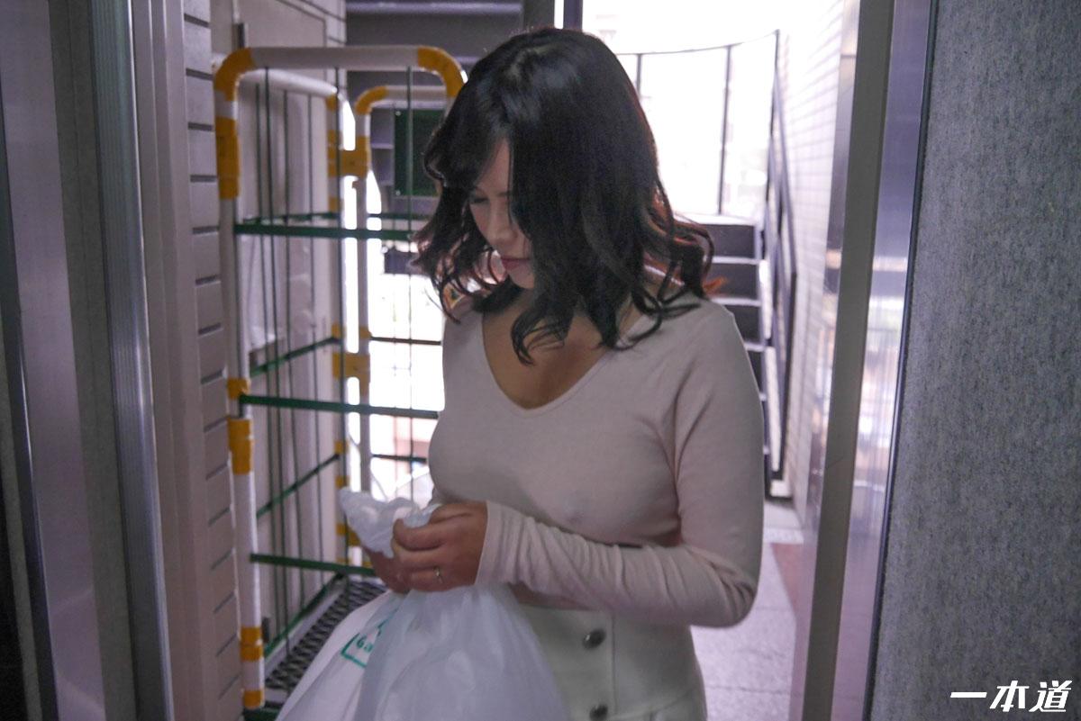 [MGEA]大奶女戰...應該是外國人吧+可愛的小女生,吹保險套要幹嘛(14)