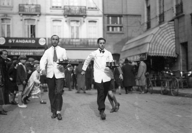 Race-of-waiters-and-waitresses-in-Brussels