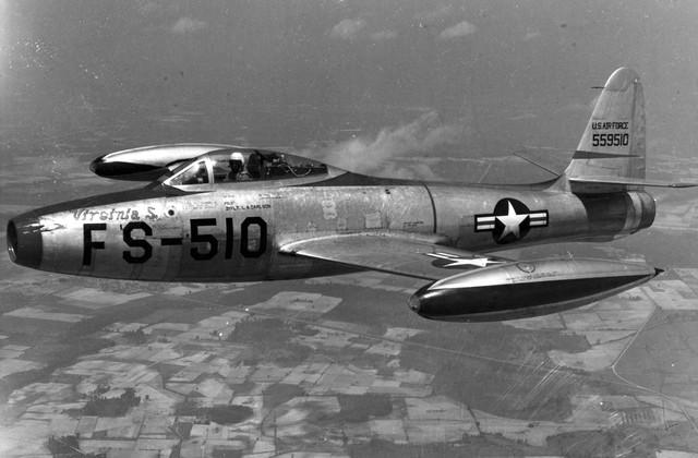 Republic-F-84-B-in-flight-U-S-Air-Force-photo