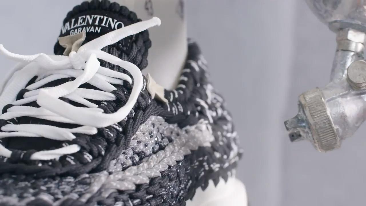 Valentino, le sneakers crochet Primavera/Estate 2021