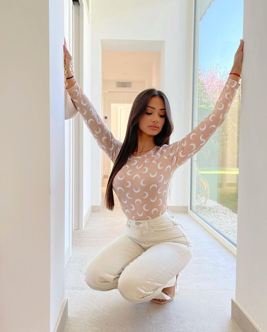 Sabrina-Khouiel-Wallpapers-Insta-Fit-Bio-7