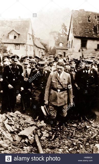 hitler-1944-inspiziert-bombensch-den-in-deutscher-stadt