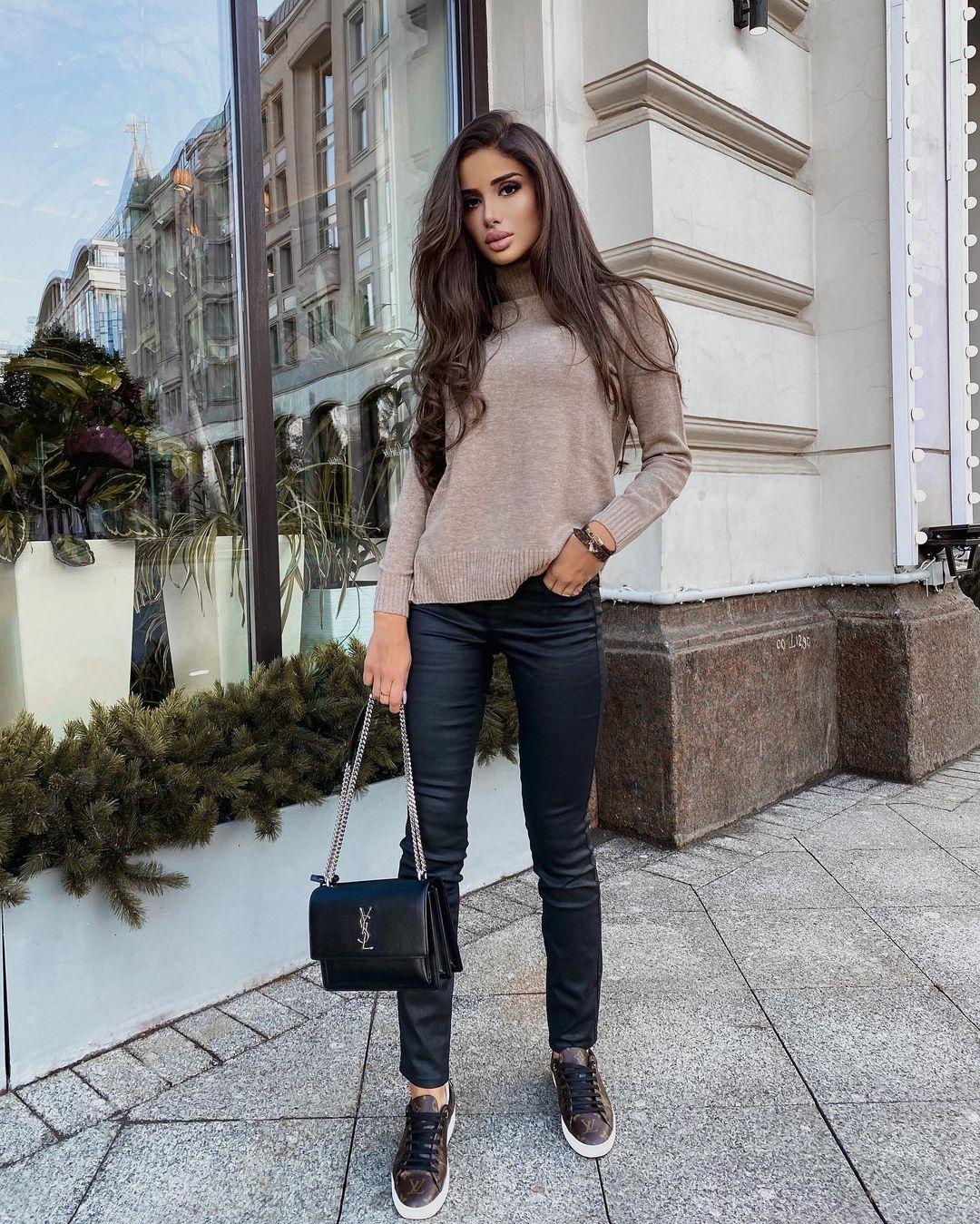 Sabina-Agaeva-Wallpapers-Insta-Fit-Bio-14