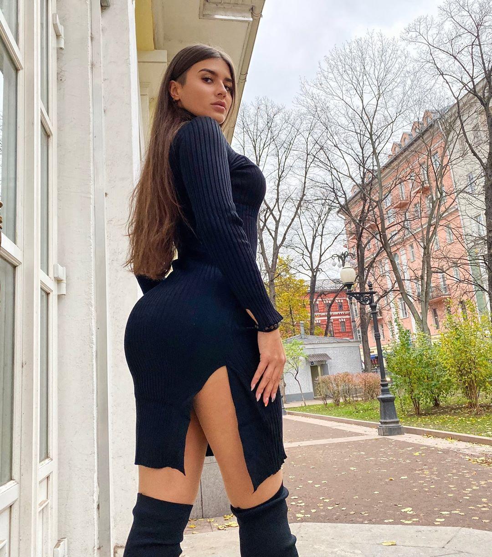 Valeriya-Bearwolf-Wallpapers-Insta-Fit-Bio-3