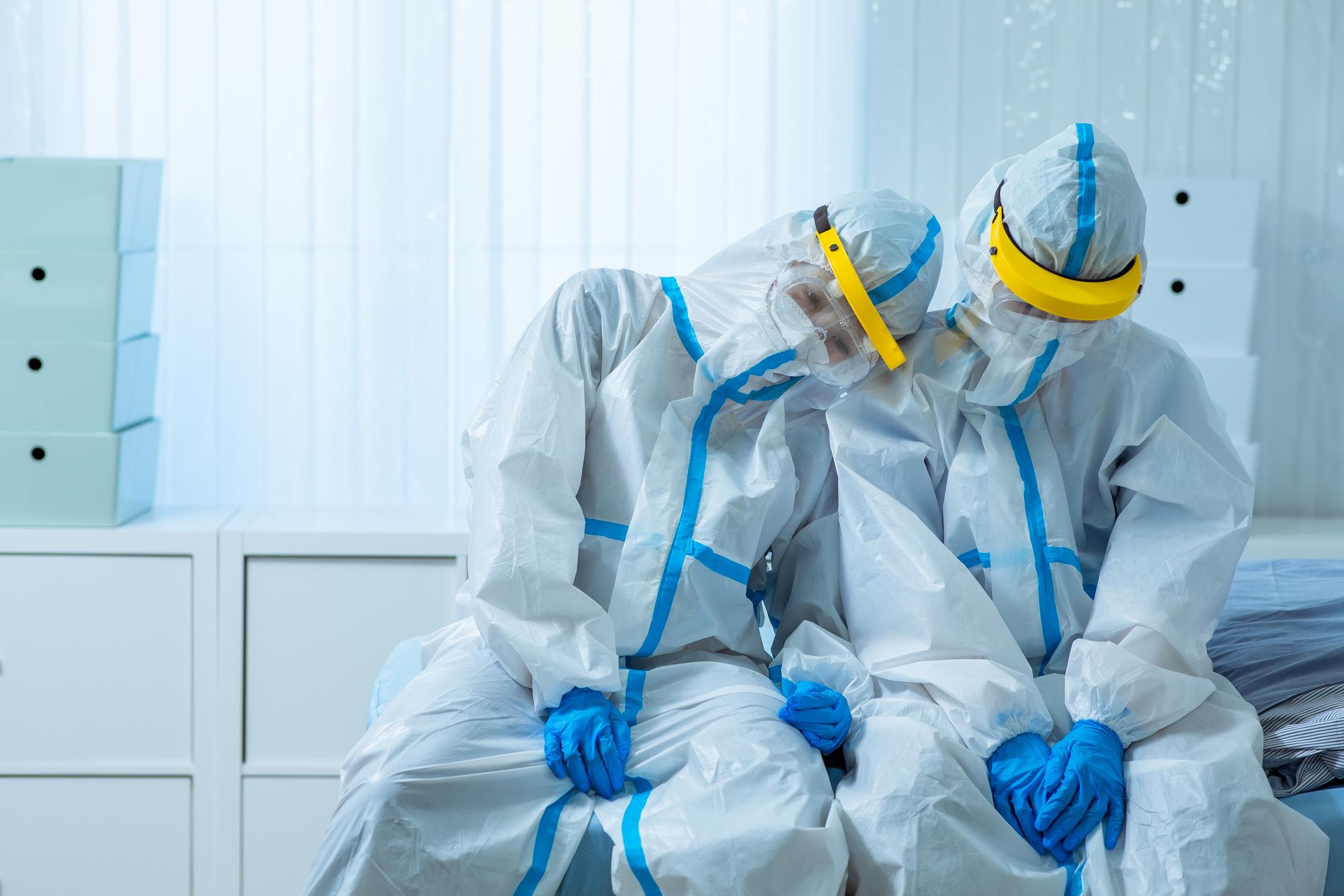 การระบาดใหญ่ของ COVID-19 ส่งผลให้คนทำงานภาคสาธารณสุขทำงานหนักขึ้นหลายเท่า