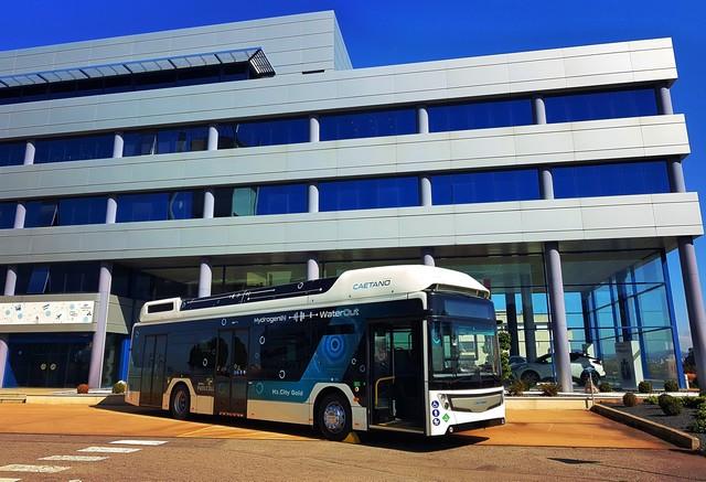 Toyota Motor Europe renforce son alliance stratégique avec CaetanoBus et Finlog dans le secteur des bus à hydrogène H2-citygoldcaetanobusl