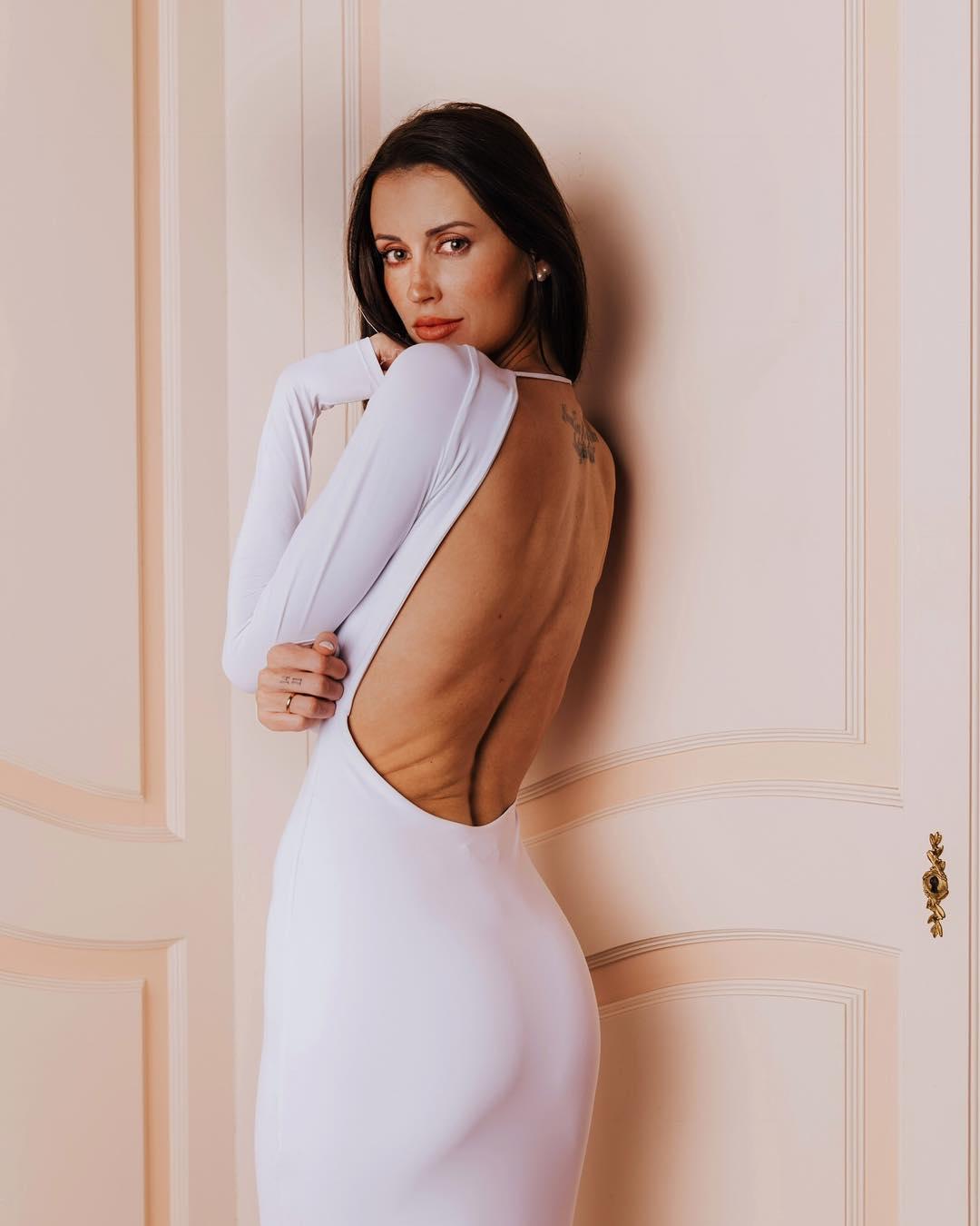 Bianca-Ella-Booth-Wallpapers-Insta-Fit-Bio-9