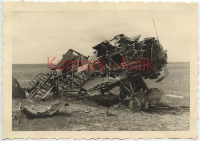 Q048-Foto-Wehrmacht-Rum-nien-Russland-Beute-Flugzeug-plane