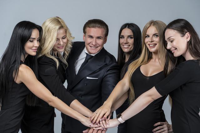 Никанор Игоревич Мартынов и финалистки конкурса бизнес-леди России 2020