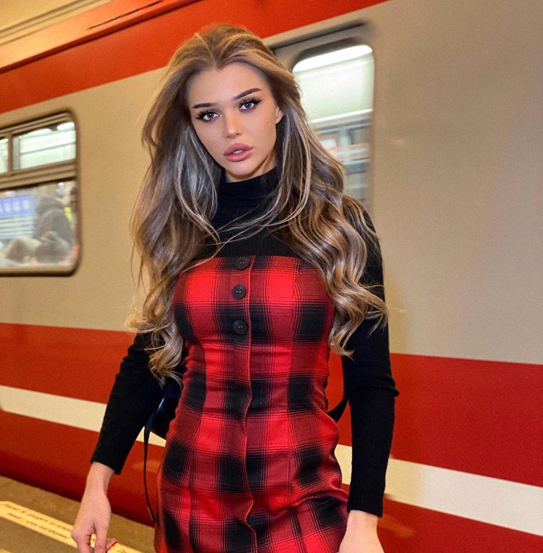 Lika-Andreeva-Wallpapers-Insta-Fit-Bio-7