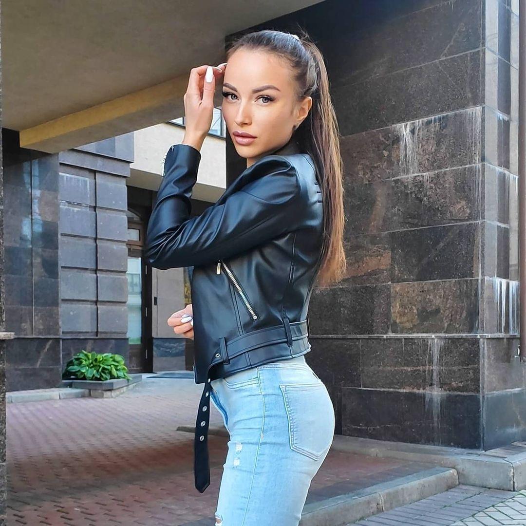 Aleksandra-Dontsu-Wallpapers-Insta-Fit-Bio-2