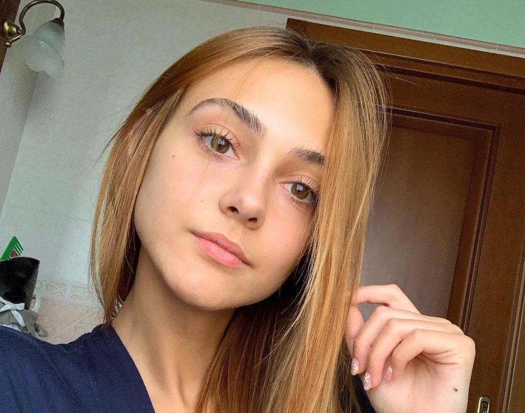 Sara-Tomasoni-Wallpapers-Insta-Fit-Bio-10