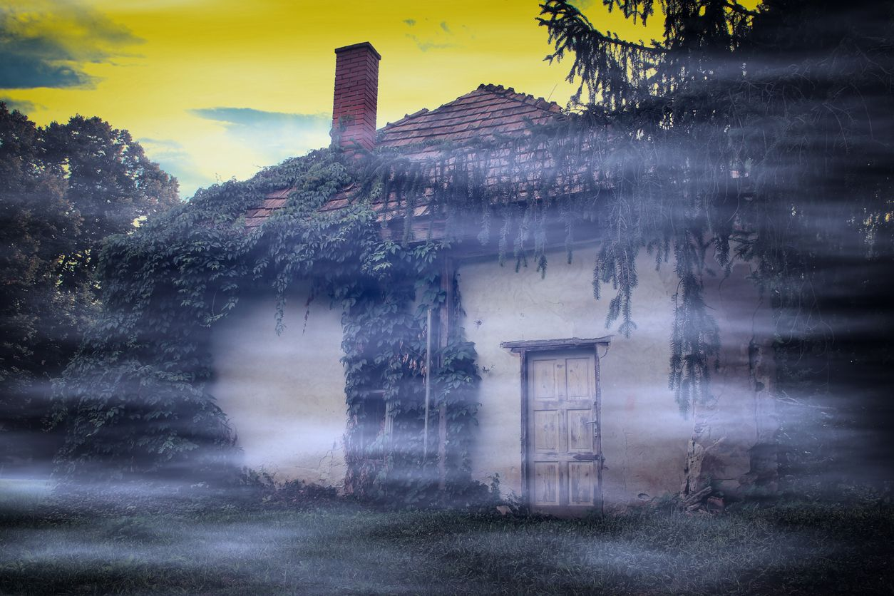 Vintage-photo-of-spooky-abandoned-house