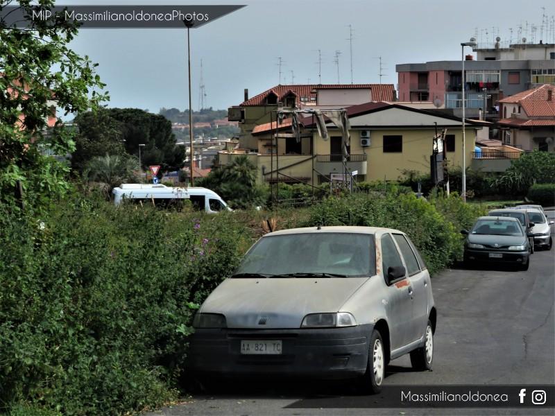 Auto Abbandonate - Pagina 12 Fiat-Punto-1-2-73cv-94-AA821-TC