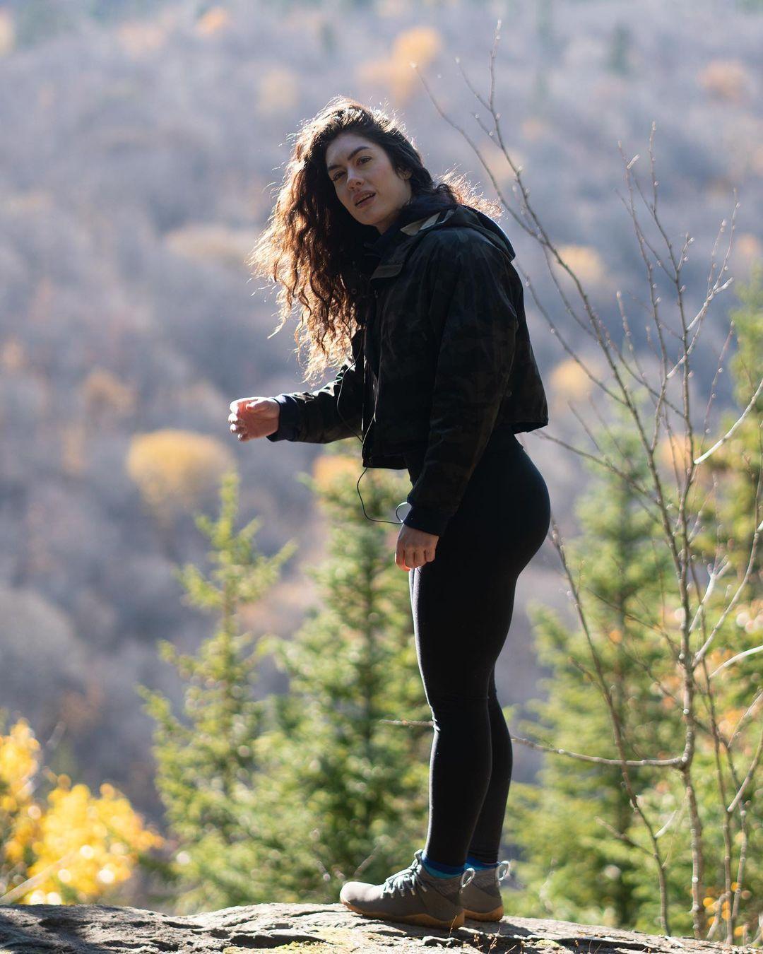 Natasha-Aughey-Wallpapers-Insta-Fit-Bio-1