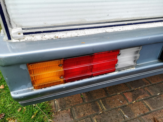 Nope...They are integral to the tail lights.