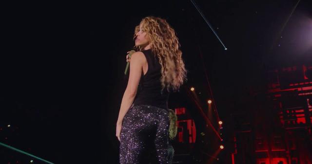 Shakira-In-Concert-El-Dorado-World-Tour-831.png