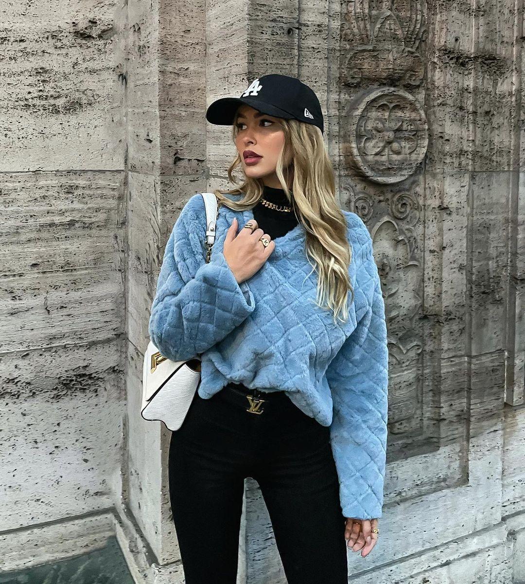 Elena-Kamperi-Wallpapers-Insta-Fit-Bio-3