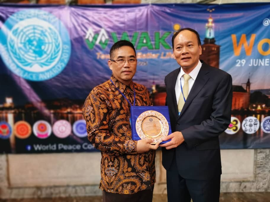 1 WAKi International Group founder Teo Choo Guan receive World Peace Award