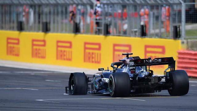 F1 GP de Grande-Bretagne 2020 : Victoire de lewis Hamilton sur trois roues 2859093