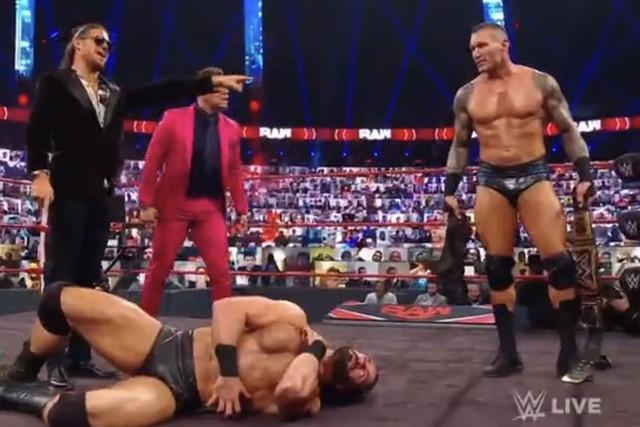 Randy Orton, The Miz y John Morrison atacan a Drew McIntyre