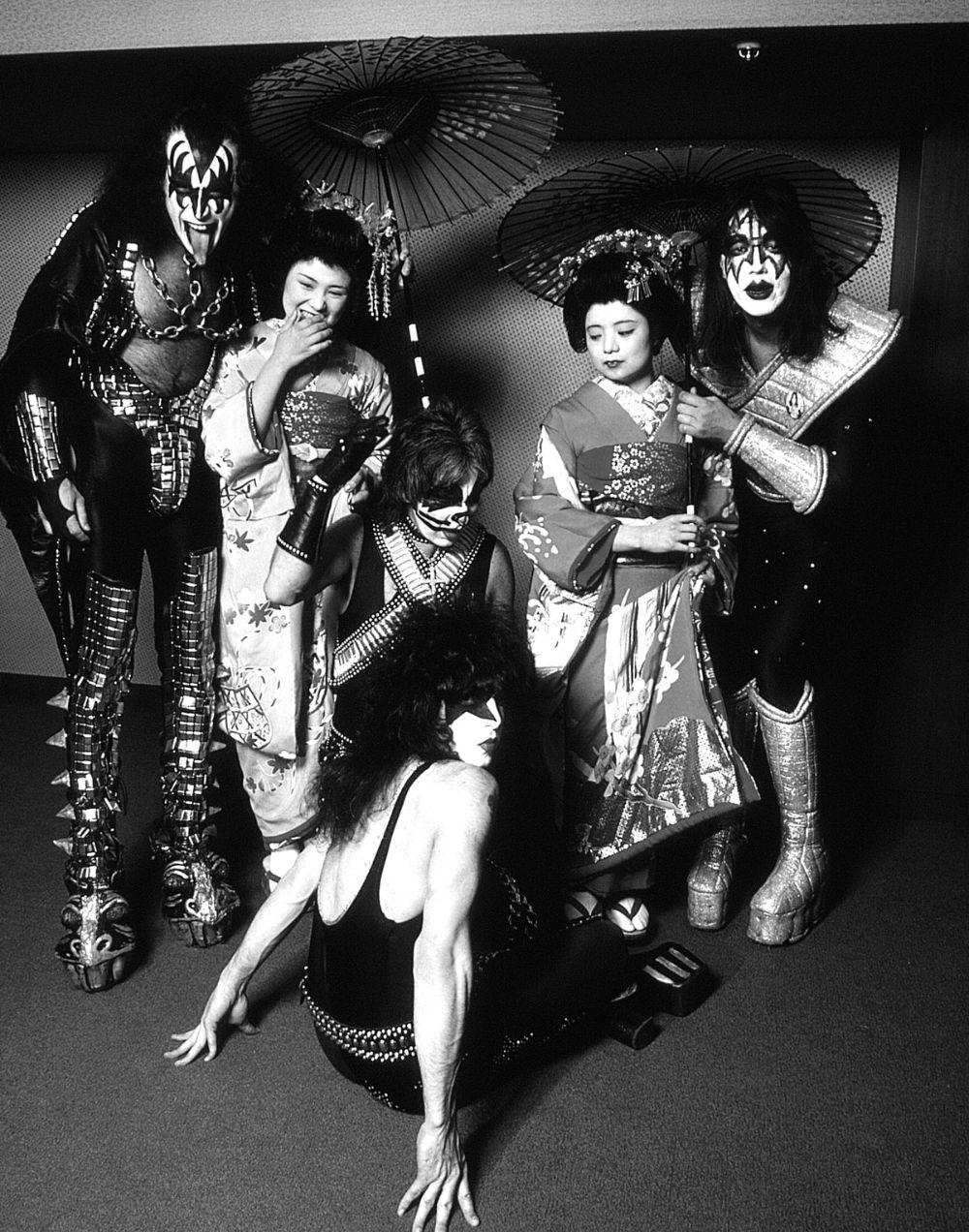 Как «Led Zeppelin», «Queen», Дэвид Боуи и другие рок-звёзды ездили по Японии в 1970-80-х годах 4