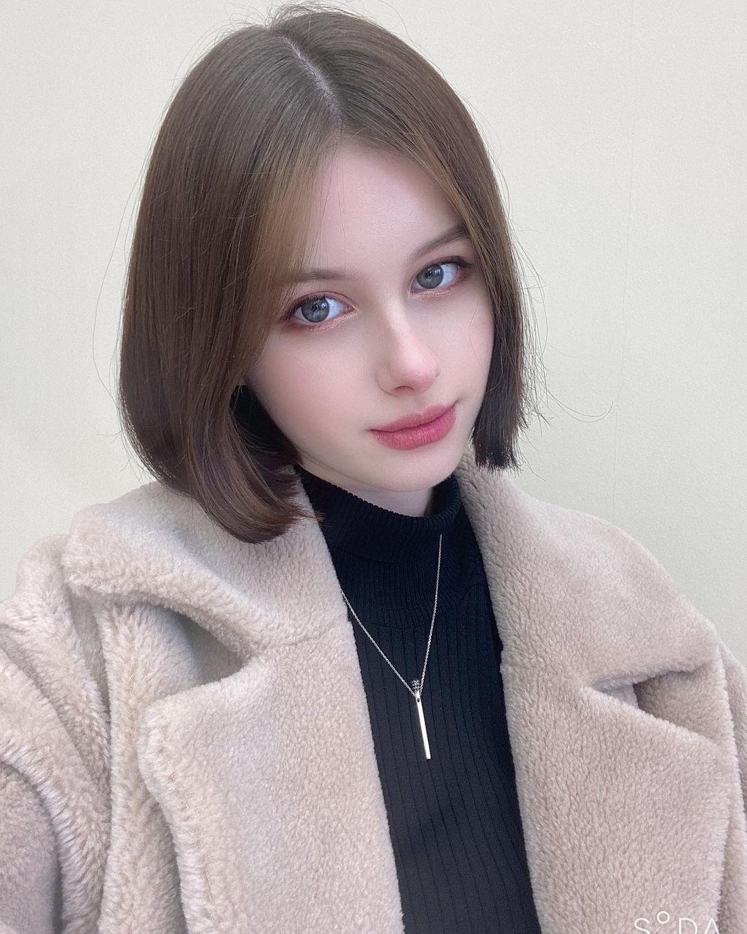Darina-Brodskaya-Wallpapers-Insta-Fit-Bio-7