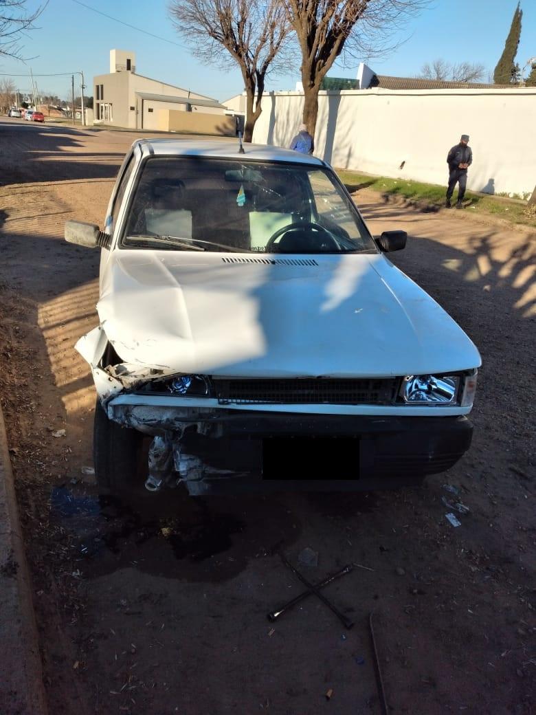 POLICIA DE VILLAGUAY: Un automovil chocò contra el paredon del cementerio – Colisiòn entre una camioneta y un motovehìculo conducido por una mujer quien resultò con lesiones
