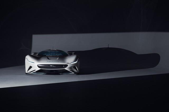 Jaguar Lève Le Voile Sur La Vision Gran Turismo SV : La Voiture De Course 100% Électrique Ultime Pour Les Passionnés De Course Automobile Jag-GTSV-Deadfront-inshadow-161220