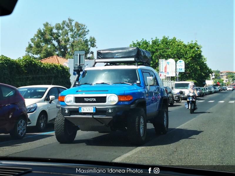 Avvistamenti auto rare non ancora d'epoca - Pagina 25 Toyota-FJ-Cruiser-4-0-242cv-08-ZA749-ZE-90-092-21-11-2017