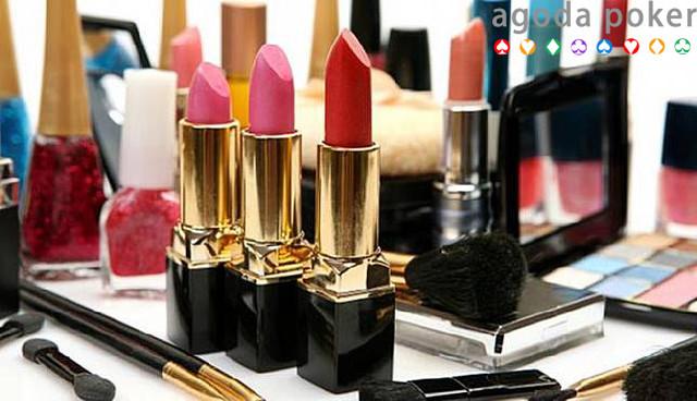 6 Trik Menggunakan Produk Makeup Sampai Tak Bersisa