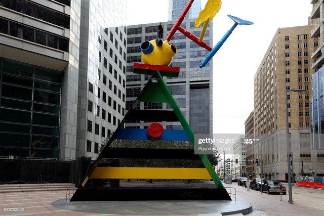 HOUSTON-NOVEMBER-04-Joan-Miro-s-Personage-And-Birds-sculpture-stands-outside-JP-Morgan-Chase-Tower-i.jpg
