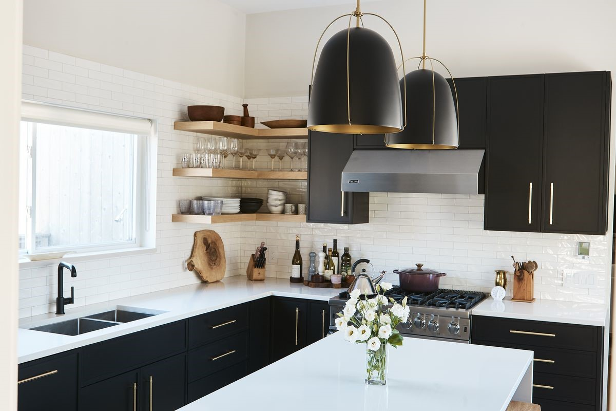 7 Unique Kitchen Decor Ideas With Black Kitchen Cabinets