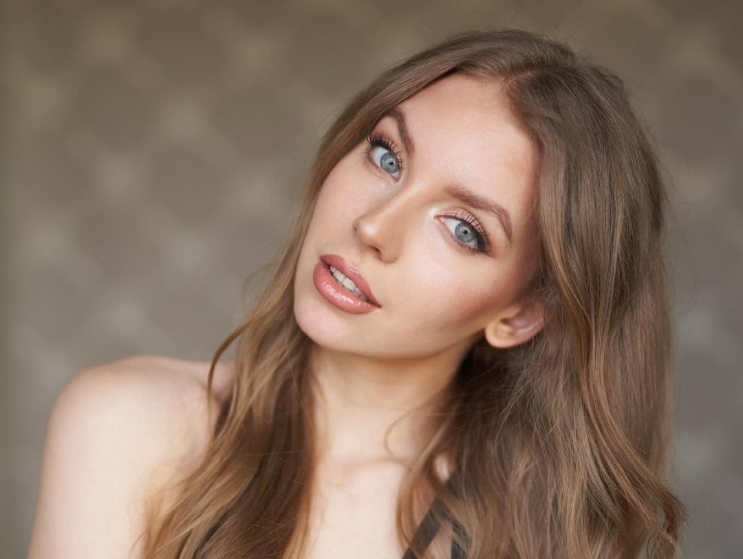 Elizaweta-Amalia-Wallpapers-Insta-Fit-Bio-8