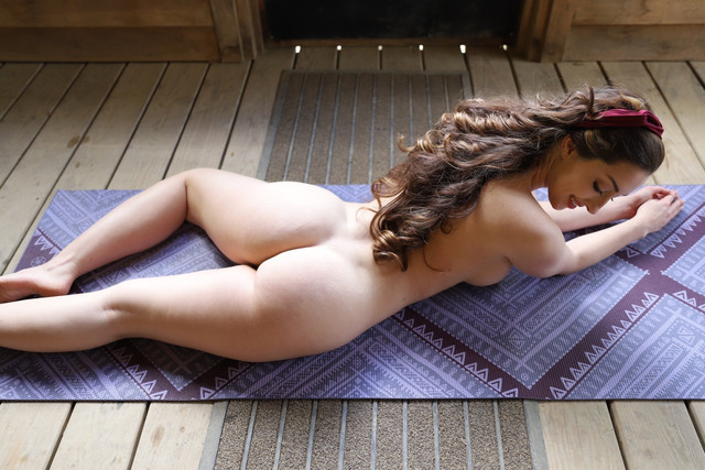abbyopel-15-05-2021-2110389109-Anyone-up-for-some-yoga-today-Clothing-optional-othing-optional-then