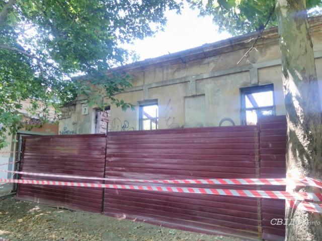 В центре Николаева начали разбирать здание