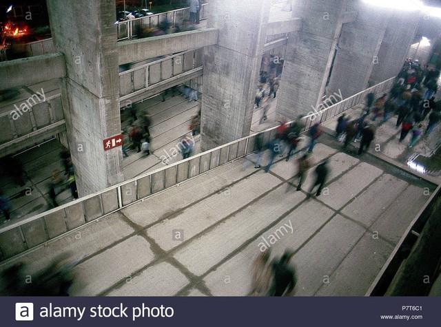 barcelona-1991-vista-de-las-rampas-de-acceso-y-evacuacin-del-pblico-en-el-camp-nou-tras-finalizar-el