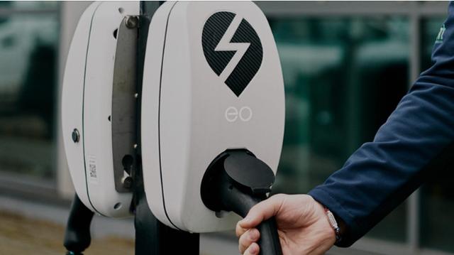Renault-charging-station