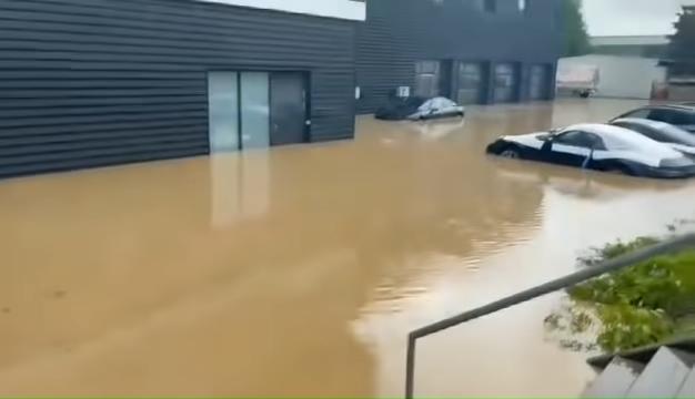 Brand-New-Porsches-Under-Water-In-German-Dealership-After-Disastrous-Rains-0-8-screenshot
