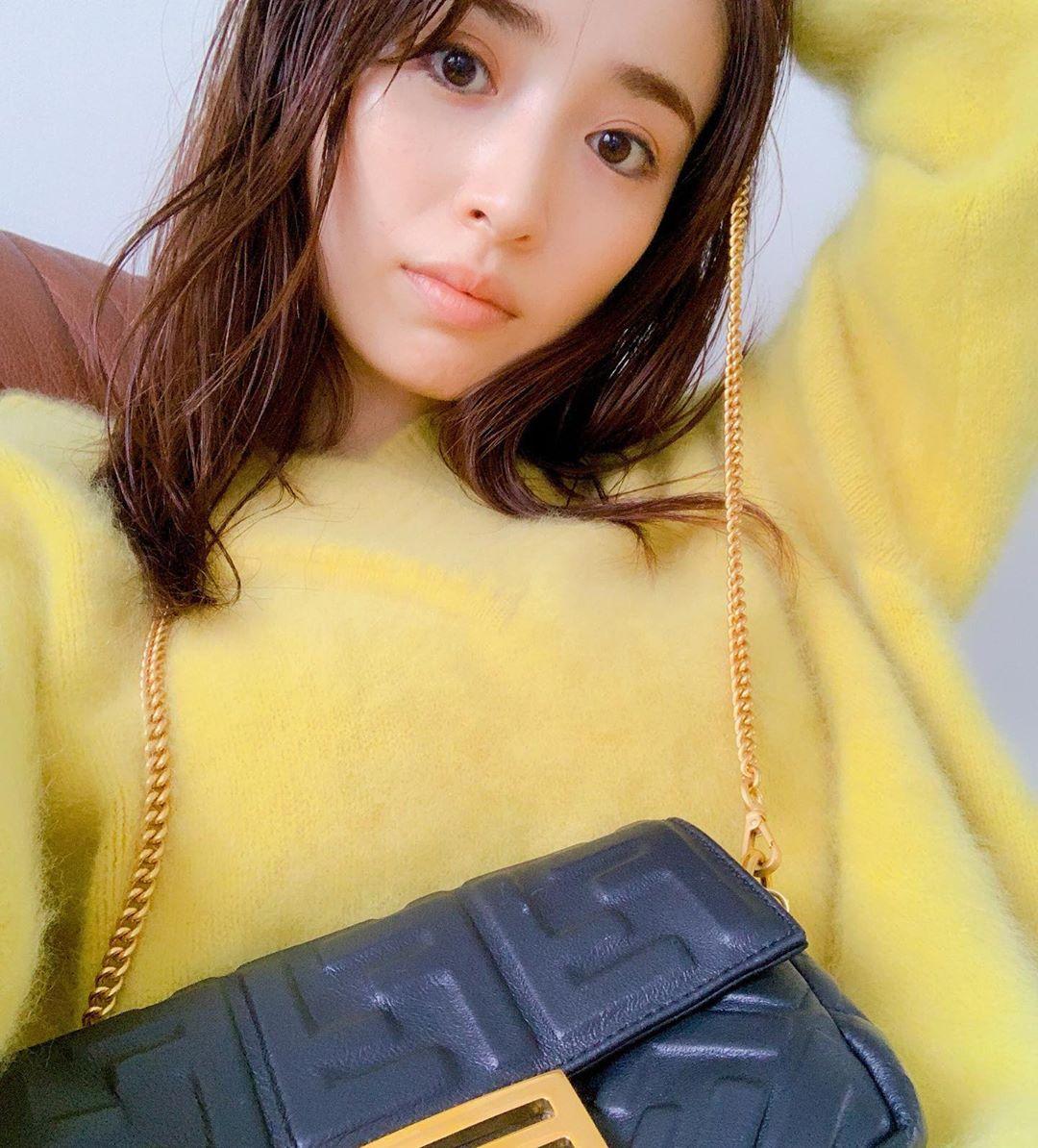 Rika-Izumi-Wallpapers-Insta-Fit-Bio-9