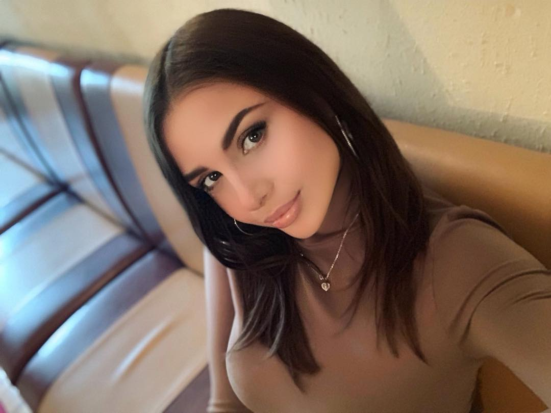 Julia-Gogoleva-Wallpapers-Insta-Fit-Bio-5