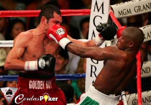 Mantan Juara Dunia Kelas Welter Dijagokan Jadi Lawan Oscar De La Hoya