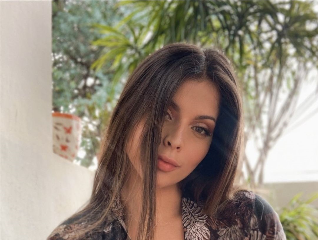 Natalia-Carvajal-Wallpapers-Insta-Biography-9