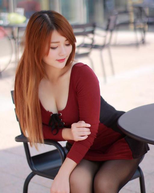 莫葵Vika深V低胸禮服秀桌曆_深邃迷人的事業線太吸睛了